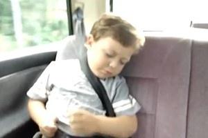 Vídeo de bebê acordando e tocando bateria imaginária vira hit no YouTube