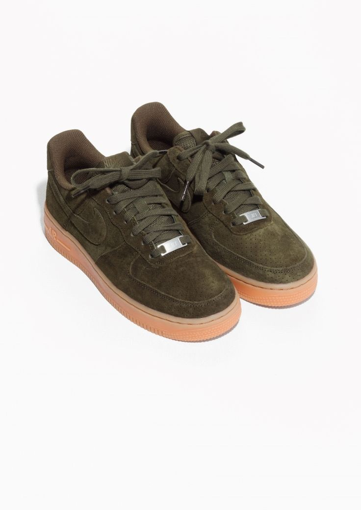 & Other Stories | Nike Air Force 1 '07 Suedehttp://www.stories.com/fr/Shoes/All_shoes/Nike_Air_Force_1_07_Suede/590763-104632596.1 105€