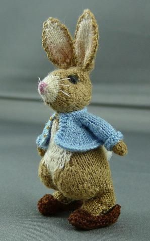 Amigurumi Peter Rabbit : Miniature knitted Rabbit 4.6cm high by lan... Knitting ...