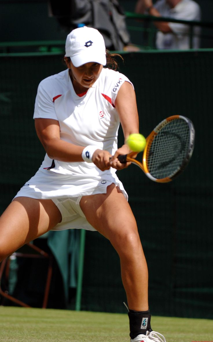 Sania Mirza - Upskirt, massive thigh