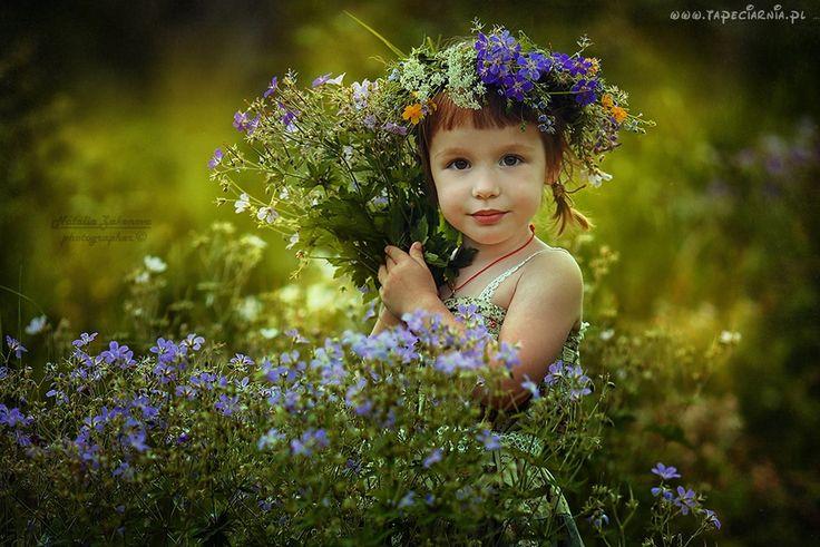 Dziecko, Dziewczynka, Łąka, Kwiaty, Bukiet, Wianek