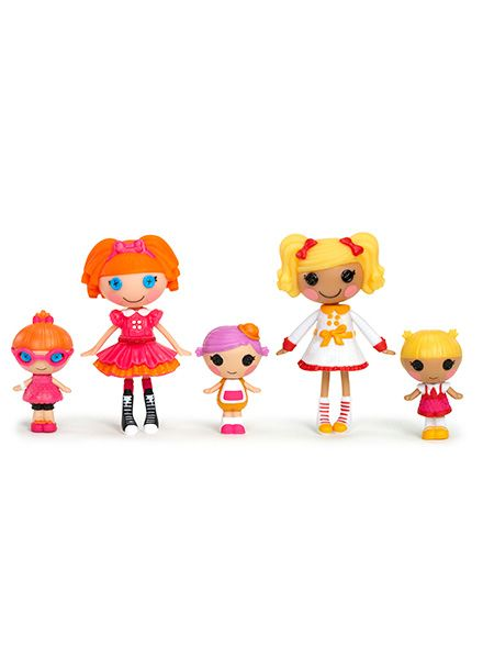 It's time for school! Comes with 5 mini Lalaloopsy dolls each with moveable arms, legs and head. They're totally collectable!