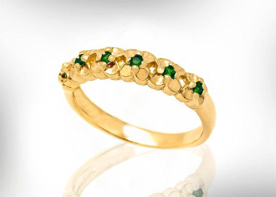 18k Emerald weddingr ing for women, May Birthstone bridal Ring, Wedding Rings Set for her. Looking for wedding ring with your birthstones ?  Well, this 18k gold Wedding ring, with little flowers and emerald birthstones is perfect for may birthstone wedding ring.  ** Emeralds can be replaced to diamonds or your birthstones (last image)-ask me. ◇ See set wedding ring and engagement ring- pic 4 -special set price. https://www.etsy.com/listing/516220358  Product details : • Handmade  Materials…