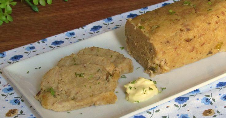 Come preparare il polpettone di tonno bollito con patate e tonno in scatola, videoricetta per un secondo estivo freddo, leggero e gustoso