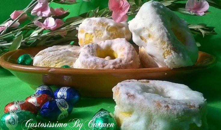Aria di Primavera, aria di Pasqua e oggi che è il giorno delle Palme, voglio dedicarvi una ricetta tipica della mia amata Calabria in questo periodo di sante feste: I Tornatelli , cioè i taralli di Pasqua glassati!