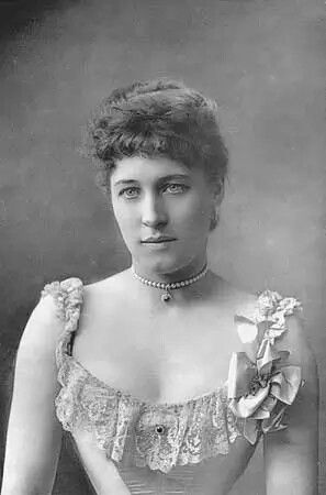 Lilly Langtree- (1853-1929) Was an English born actress. Judge Roy Bean was her biggest fan.