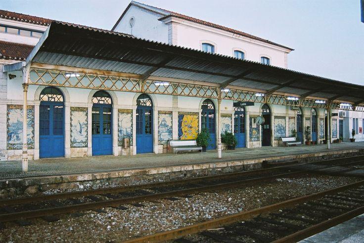 Ernesto Korrodi, Leopoldo Battistini e Luís Fernandes | Estação Ferroviária de / Railway Station of Leiria | 1935 #Azulejo #ErnestoKorrodi #LeopoldoBattistini #LuísFernandes
