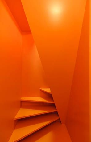 Stair Case Study House 02, Gerd Streng Architekt, orange lackierte Holztreppe