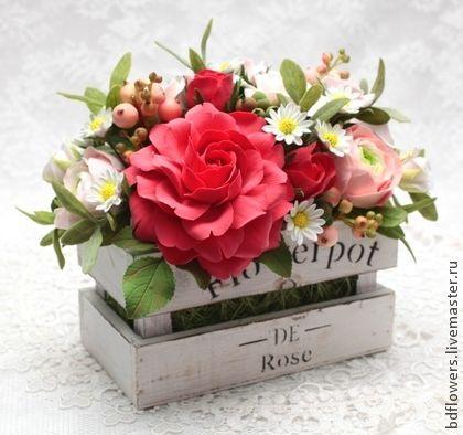 """Flores hechas a mano. Masters Feria - Composición de la flor hecha a mano de la arcilla del polímero """"Tiesto"""". Hecho a mano."""
