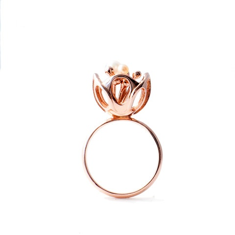 """""""Blossom"""" ring. 18ct rose gold plated. fresh water pearls."""