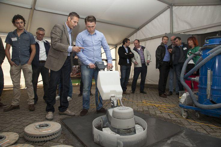 Verschillende fabrikanten demonstreerden oppervlaktebehandelingen