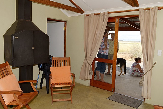 ROOIREIER   Sleeps 4 people – 2 bedrooms with 2 single beds and en suite bathrooms with shower, basin and toilet. Kitchen/living area is well equipped with kettle, microwave, 2 plate stove, toaster, cutlery, crockery and fridge/freezer.