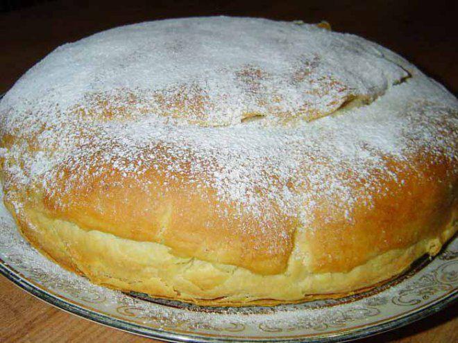 """Фытыр – египетское сладкое блюдо, которое по вкусу очень напоминает знакомый с детства торт """"Наполеон"""", однако выглядит довольно оригинально – как пышный пирог. В его рецепте самое ценное – это прост…"""