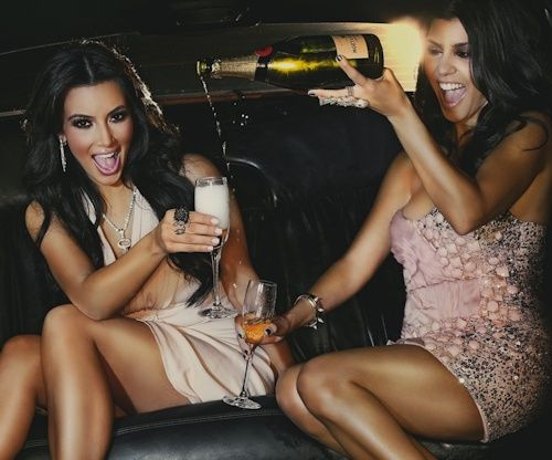 Kim kardashian and her sister kourtney kardashian do the for What does kourtney kardashian do