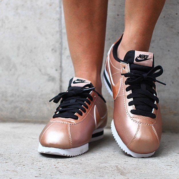 Lady's aufgepasst bald bei Asphaltgold zu bestellen! Mehr Bilder unter www.asphaltgold.de #nike @nike #cortez #classic #leather #comingsoon #bronze #fashion #sneaker #sneakerhead #sneakerfreaker #asphaltgold #wmns #nikecortez #followme #followus #blog #gym #sport