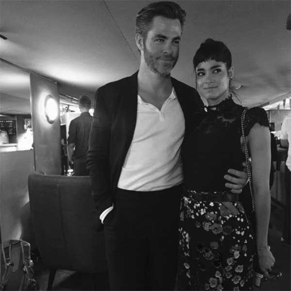 俳優のクリス・パインが、映画『スター・トレック BEYOND』(16)の共演者ソフィア・ブテラと熱愛を噂されている。 クリスとソフィアは、現地時間14日にカリフォルニア州インディオで行われたコーチェラ音楽祭で一緒にいるところを目撃された。目撃者はゴシップサイト「ETオンライン」に「彼らはカップルのように見えました。夜ずっと手をつないでいましたよ」と話している。また、2人は「NYLON Midnight Garden」パーティーで目撃されていたとのこと。女優のトローヤン・ベリサリオと夫で俳優のパトリック・J・アダムスと一緒に来ていたという。しかし、関係者は「友人で、付き合っていません」とコメントした。 ソフィアは昨年9月にクリスの出演する映画『最後の追跡』(16)の英ロンドンプレミアに出席し、一緒に寄り添って撮った写真をインスタグラムに公開。「『最後の追跡』のロンドンプレミアで私にとって大切なスペシャルな人と一緒よ! すごく誇りに思うわ! 素晴らしい映画で、素晴らしいキャストで、最高のパフォーマンス! 見逃さないで!!」と投稿していた。