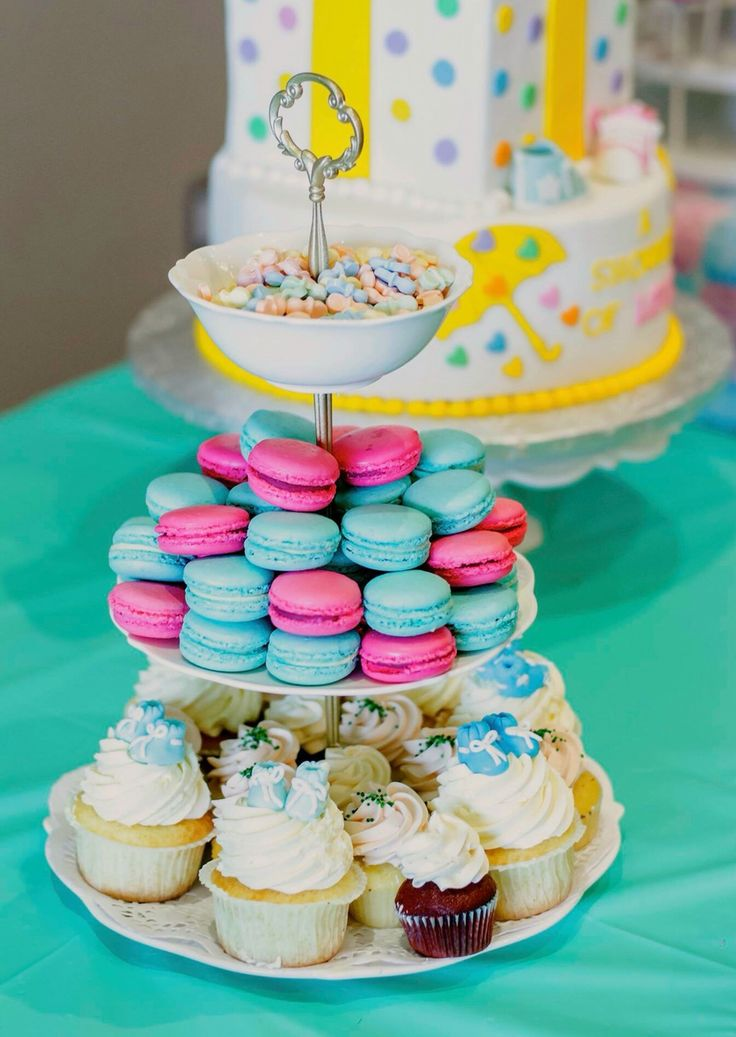 Delicious macaroons for gender reveal theme