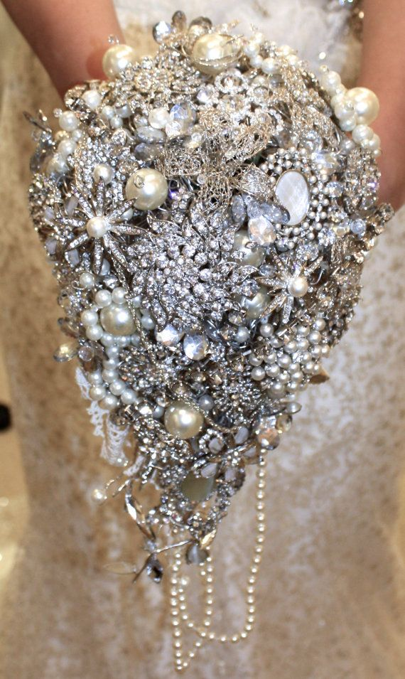 Large trailing wedding brooch bouquet, wedding brooch bouquet, wedding brooch, bridal bouquet, cascading Jewel bouquet