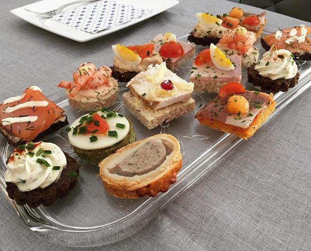おじさんのお誕生日ですよ#appetizer #appetizers #luxembourg #meat #fish #cheese #eggs #tomatoes #canapé #canapes #charcuterie #一口サイズ #一口 #肉 #魚 #美味しい #美味しかった #前菜 #チーズ #トマト #サーモン #ハム #卵 #プレゼント #サンドイッチ #お誕生日 #色々 #うまい