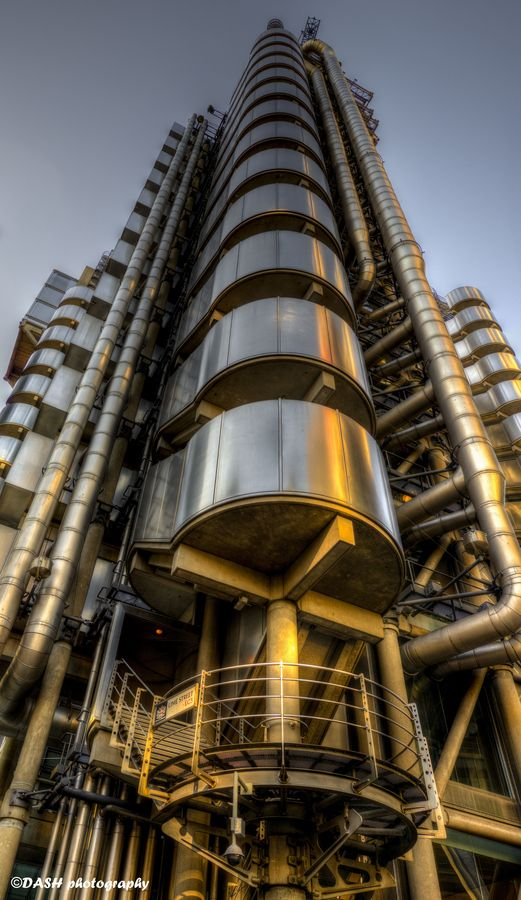 .......... Lloyd's building ...........   . London ......  ENGLAND