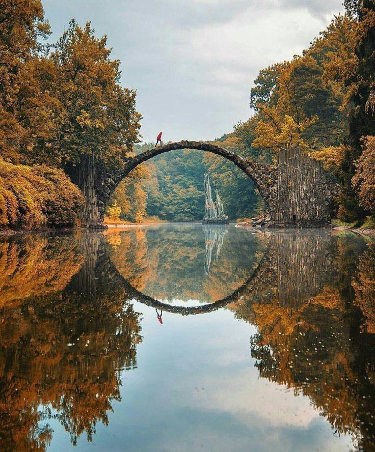 Ein Ort, den ich besuchen muss: Kromlau-Brücke, Deutschland.