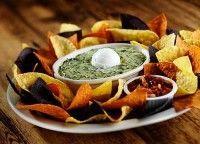 Recept: Spinazie Dip Je kunt heerlijk je broodjes, nachos of groenten dippen in deze heerlijke spinaziedip. Het is ook nog eens een gezonde dip.