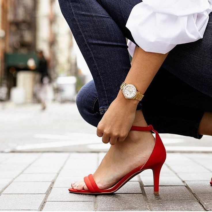 Dear World,  I'm Ready. 👠 💎 ⌚️ . . . #bulova #watches #style #fashionaz #wonderwoman #youcandoit #jewelry #timetohustle #londongoldaz #itsthebest #timepiece #heels #goldwatch #womensfashion #bigdreams #readytogo #arcadia #tempe #phoenix #scottsdale #womenwhowork Reposted Via @londongoldaz
