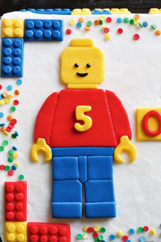 lego cake // fondant lego man // movita beaucoup