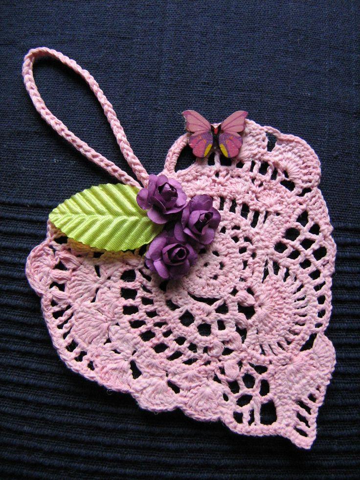 Srdíčko háčkované růžové - dekorace k zavěšení