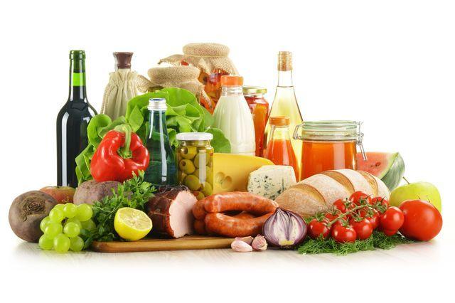 Už vás někdy napadlo, že vaše špatné trávení může být způsobeno nesprávnou kombinací potravin, které