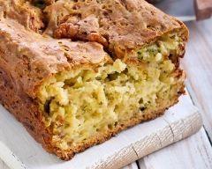 Cake aux courgettes, lardons et estragon