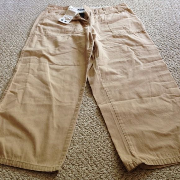 Kaki Capri Pants size: 12 from NY & Co Kaki Capri Pants size: 12 from NY & Co.  Minimally worn and still in great condition New York & Company Pants Capris