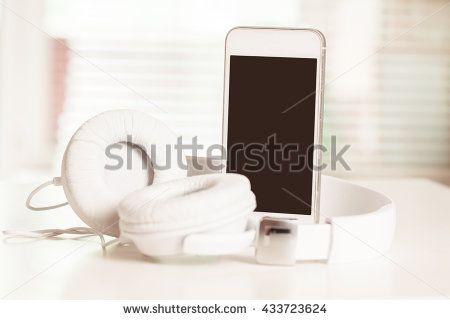 Smartphone With Headphones Wood zdjęć stockowych, obrazów i zdjęć | Shutterstock