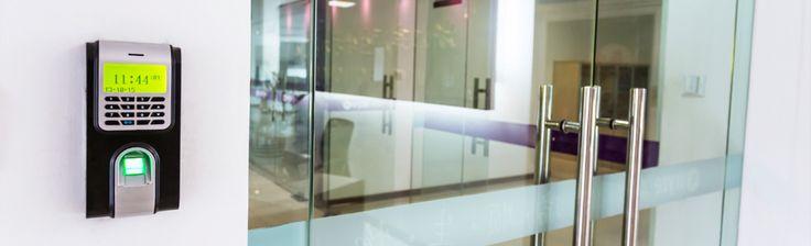 Özel ve kamu kuruluşlarındaki yoğun girişlerin olduğu yerlerde Varnost kartlı geçiş sistemleri ile kart okuma kontrollü güvenli geçişi sağlayın.
