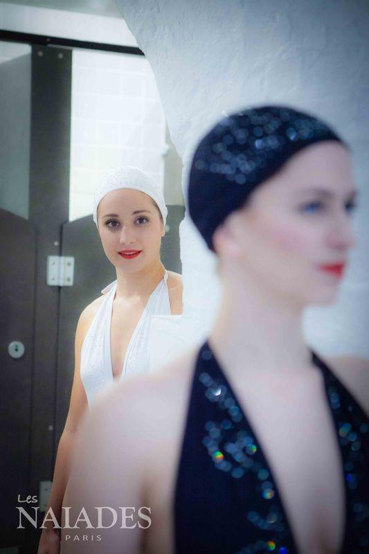 Galerie photo - Les Naiades Paris  Photo par Pierre-Anthony Allard  Maillots de bain, bonnets de bain, serviettes et accessoires élégants pour nageurs et nageuses. - CARDO Paris