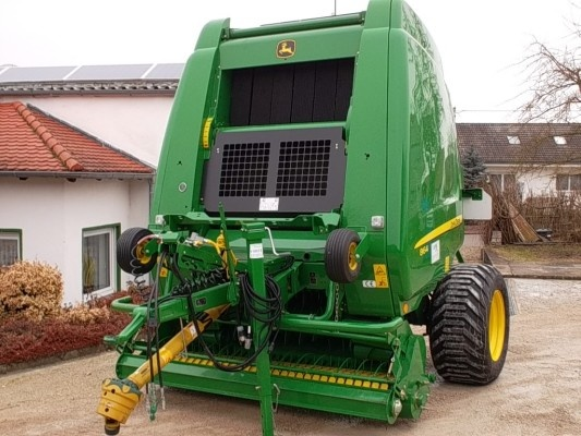 Here's a pic of a round baler from John Deere - http://www.agriaffaires.co.uk/used/1/round-baler.html