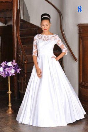 Svatební šaty s krajkovým rukávem.