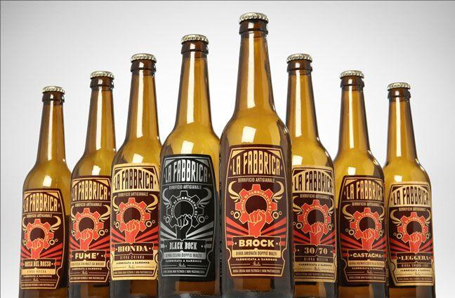 """Non siamo monaci bavaresi e nemmeno frati trappisti belgi ma produciamo birra con la loro stessa passione. Birra cruda, non filtrata, non pastorizzata, fatta solo con acqua, malto, luppolo e lievito, così come una buona birra deve essere. Non siamo trendy né cool ma, come si dice a Saronno """"sem gente de paes"""". Gente che pensa che tutto si può fare, basta fabbricarlo."""