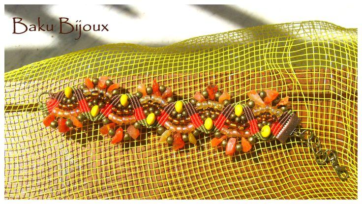 Bracciale realizzato con la tecnica del #micromacrame. Impreziosito da perline di diverso colore e misura, Corniola.