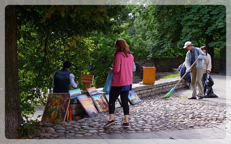 Un Pittore, in una strada di Tallinn.