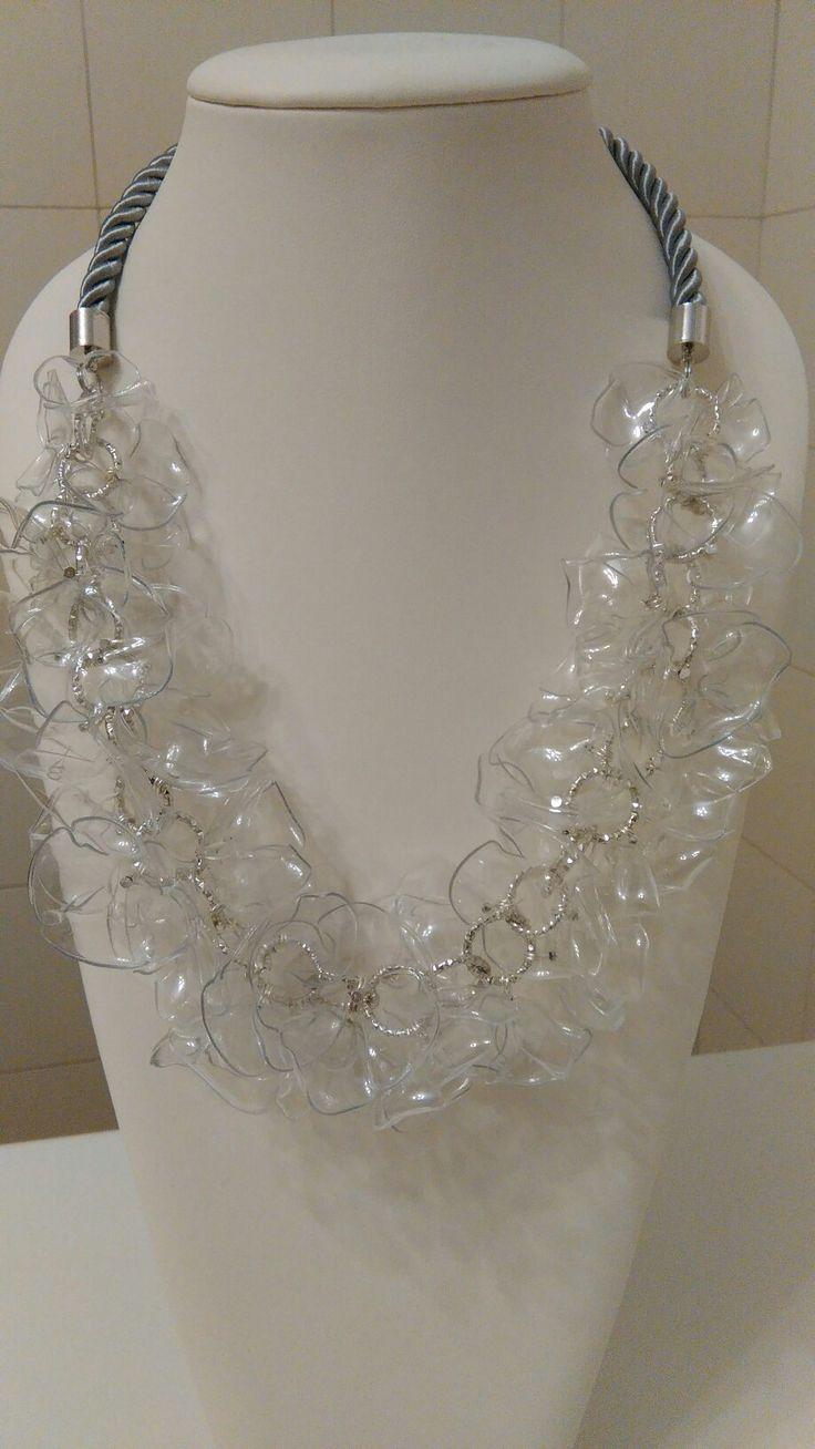 Collana riciclo pet trasparente effetto vetro. Recycled plastic bottle necklace