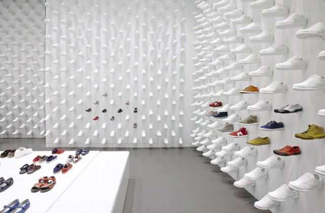 1000+ white shoes cover this NY Camper store's wall. This great looking interior is designed by a Japanese studio, Nendo.