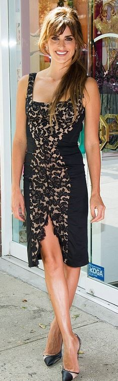 Who made Penelope Cruz's black lace ruched dress ...