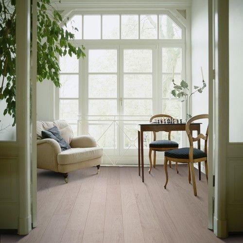 AKCE - kolekce LAMETT CÉZANNE - nová řada dubových dřevěných plovoucích podlah s lehce rustikálním tříděním, s kratšími lamelami v laku. Nosnou desku podlah tvoří HDF deska, nášlapná vrstva je 2 mm. Lamely jsou lehce kartáčované s podélnou maxifází. Podlahy této kolekce jsou vhodné pro podlahové vytápění. http://podlahove-studio.com/174-cezanne