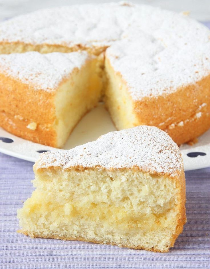 Pensionärskaka, Sverigekaka, ja kärt barn har många namn. Den är i alla fall den saftigaste, mjukaste kakan som finns med en ljuvlig vaniljsmörfyllning! En mycket lättgjord kaka som är lätt att lyckas
