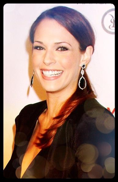 Amanda Righetti- gorgeous earrings