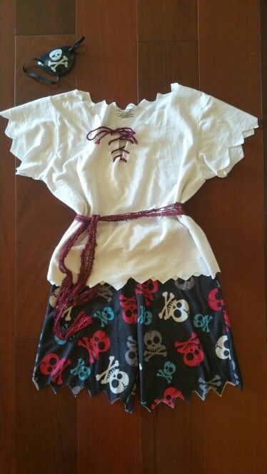 Last minute DIY Pirate Costume for boy or girl #diypiratecostumeforkids Last min…