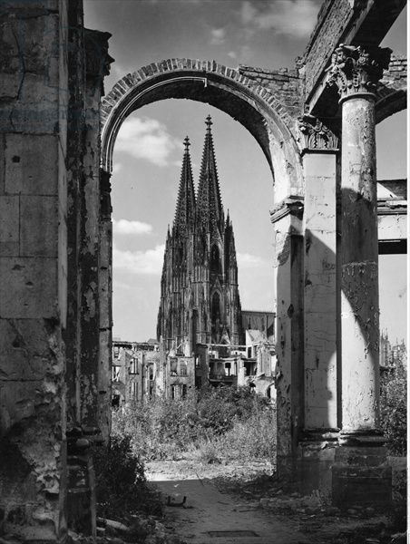 View of Cologne Cathedral through the surrounding ruins, 1950 (b/w photo)