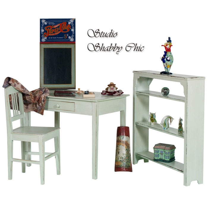 Shabby chic office with: desk, chair and bookcase... read more: http://mobilishabbychic.blogspot.it/2012/05/studio-shabby-chic-office-my37.html