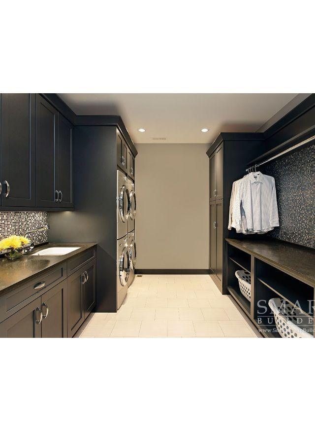 Une grande salle de laver, joli contraste.